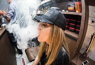 El sector del cigarrillo electrónico, en pleno crecimiento Vapear-adolescentes